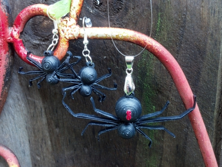 quilled spider jewelry, Halloween spider, paper quilling jewelry set, arachnid