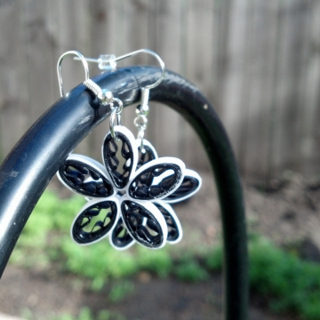 black and white earrings, quilled flowers, black daisy earrings, black daisies