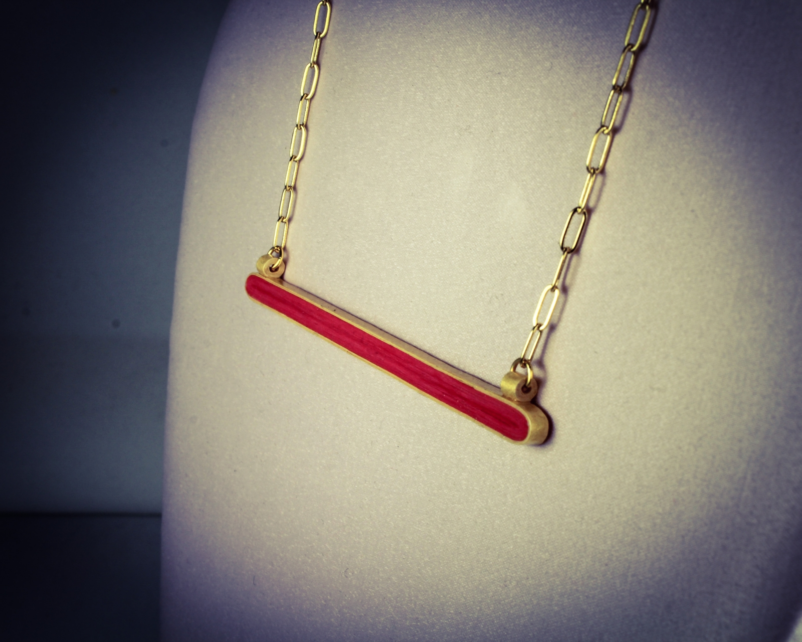 gold and red horizontal bar paper necklace sweethearts. Black Bedroom Furniture Sets. Home Design Ideas